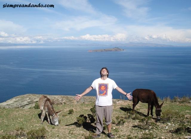 Desde el mirador más alto de la isla. De fondo, el Lago Titicaca y la Isla de la Luna.