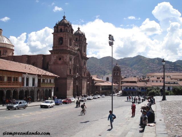 La Plaza de Armas junto a la Catedral de Cusco.