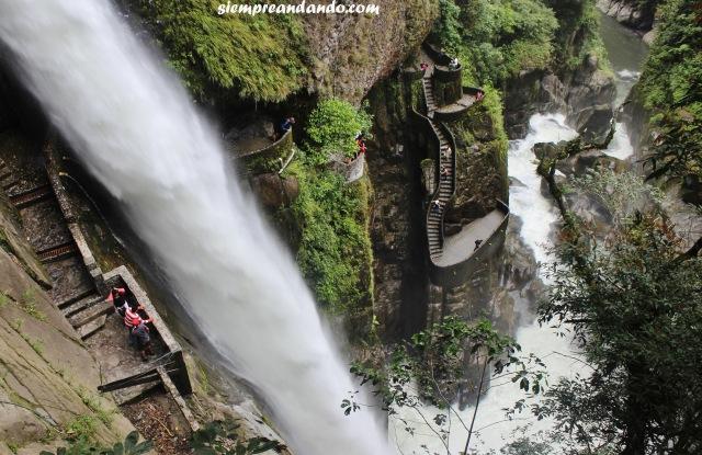 La impresionante cascada del Pailón del Diablo, cerca de la ciudad de Baños