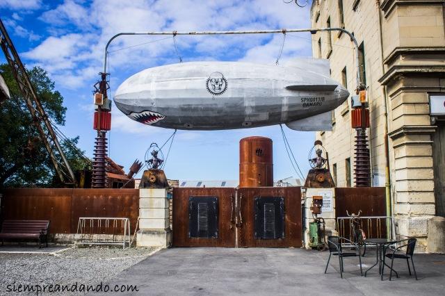Misterioso sitio junto al Steampunk HQ, un edificio histórico en Oamaru.