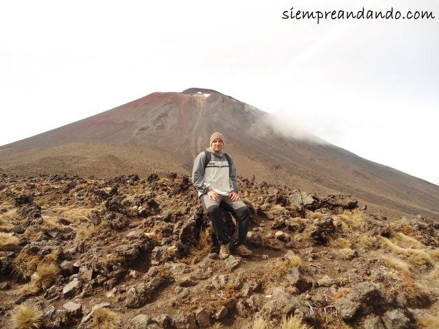 """De fondo el volcán Ngauruhoe, """"Monte del Destino"""" de El Señor de los Anillos."""